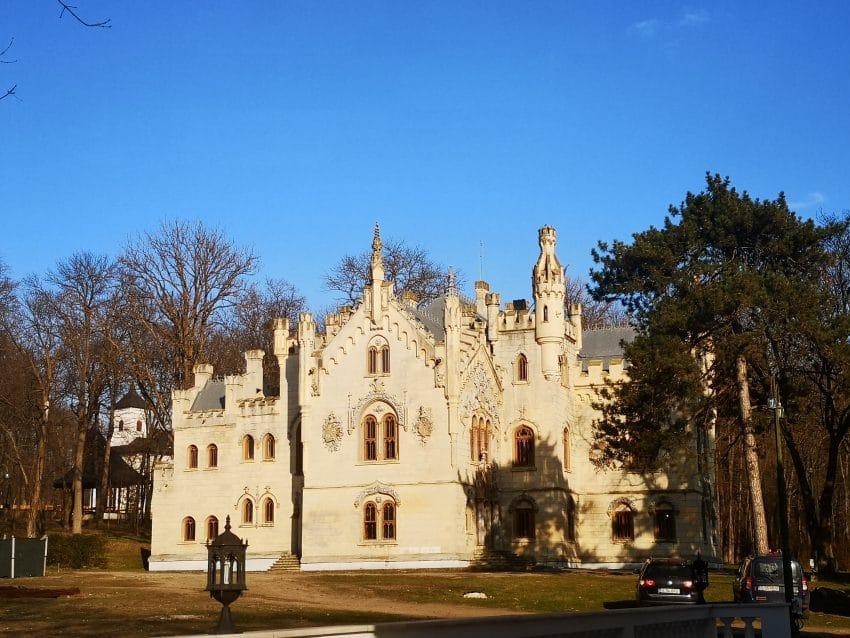Recomandari pentru timpul liber: S-a redeschis vizitatorilor un castel de o frumusete aparte