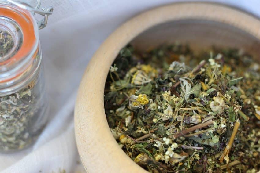 Ceaiul de pelin, benefic in lupta cu parazitii intestinali si diabetul. Alte proprietati uimitoare