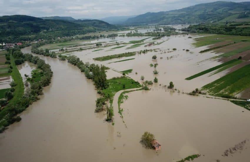 500 de hectare de terenuri agricole, acoperite de apele Prutului