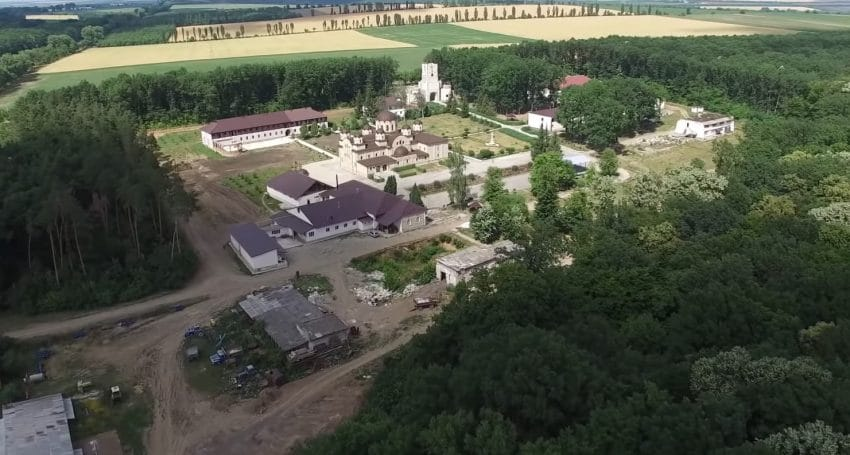 Fermieri in sutane! Calugarii unei manastiri practica agricultura ecologica