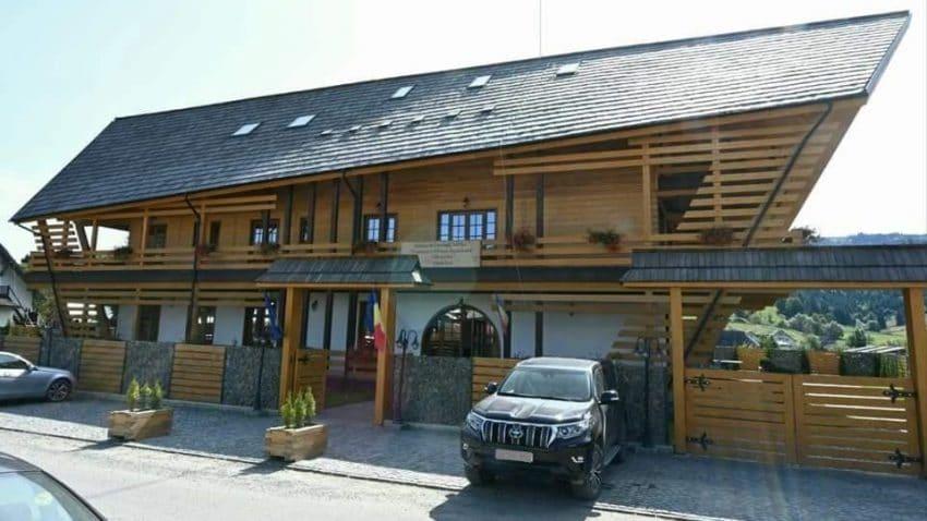 A fost inaugurat primul imobil din Romania realizat din lemn si izolat cu lana de oaie