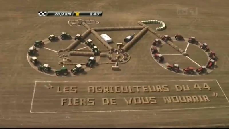 Ideea GENIALA a unor fermieri! Opera de arta creeata cu ajutorul tractoarelor