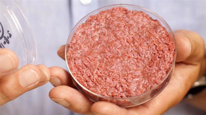 Ce este carnea artificială și ce înseamnă pentru viitorul industriei cărnii?